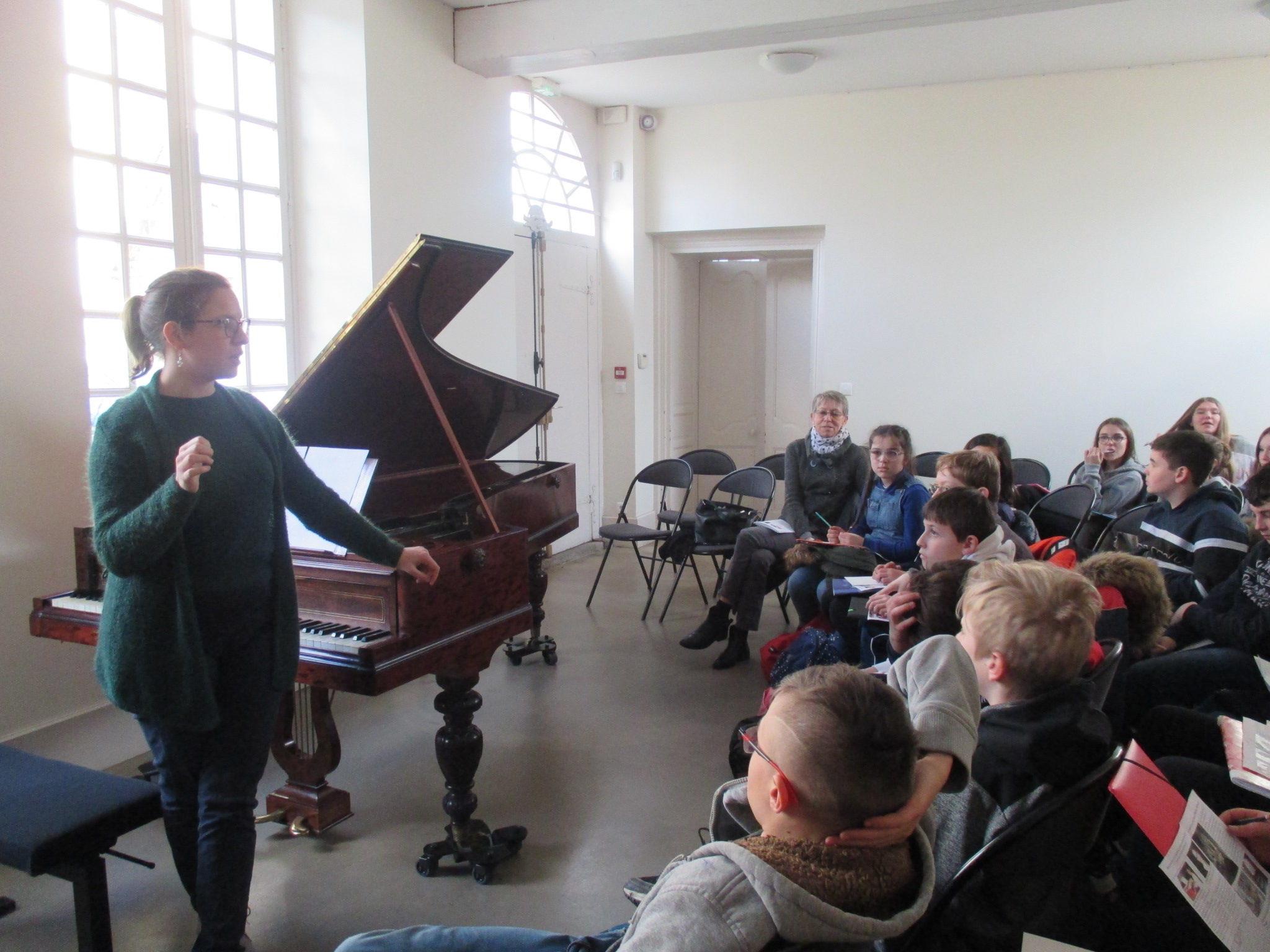 Présentation du piano Pleyel par Me Resche